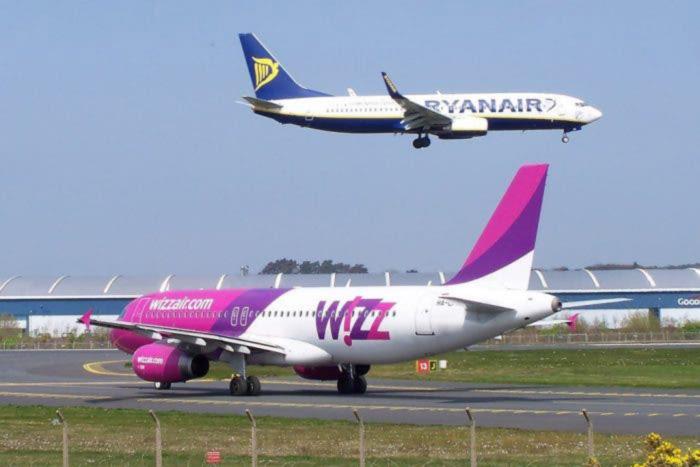 Buzz против Wizz