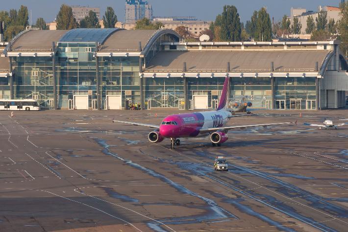 Wizz Air оставила в Киеве 2 самолета