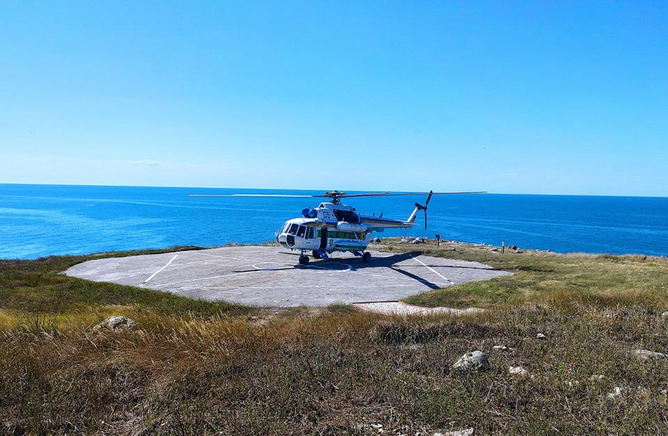 Впервые за 12 лет пограничный вертолет приземлился на Змеином
