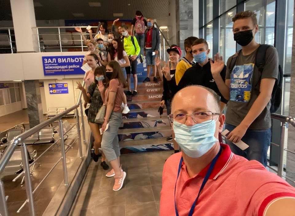 Барна организовал перелет группе детей для экскурсии в Киев