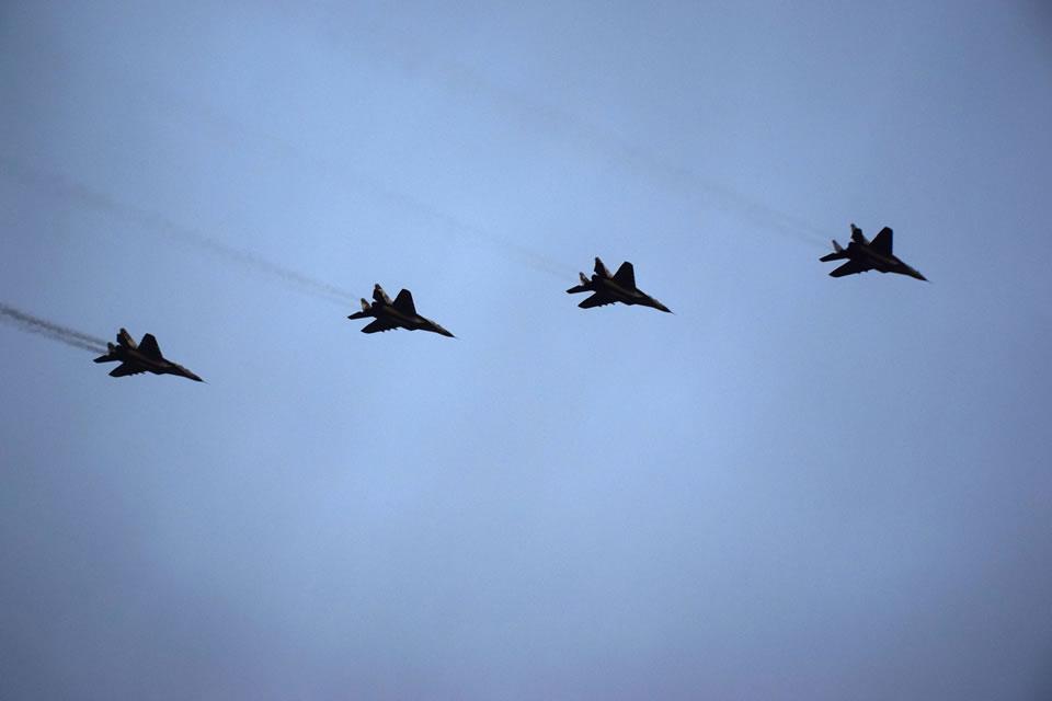 На Прикарпатье эскадрилья истребителей отражала воздушное нападение условного противника