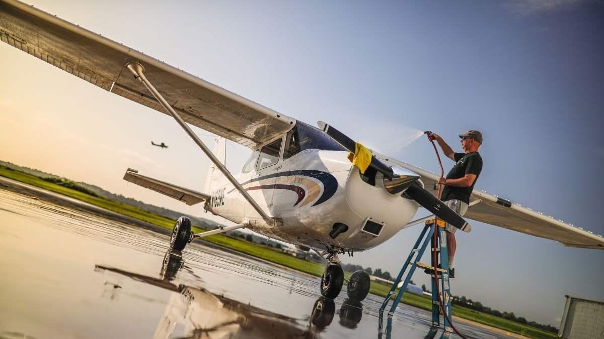 Мойка самолета: почему важно держать самолет в чистоте и как это сделать
