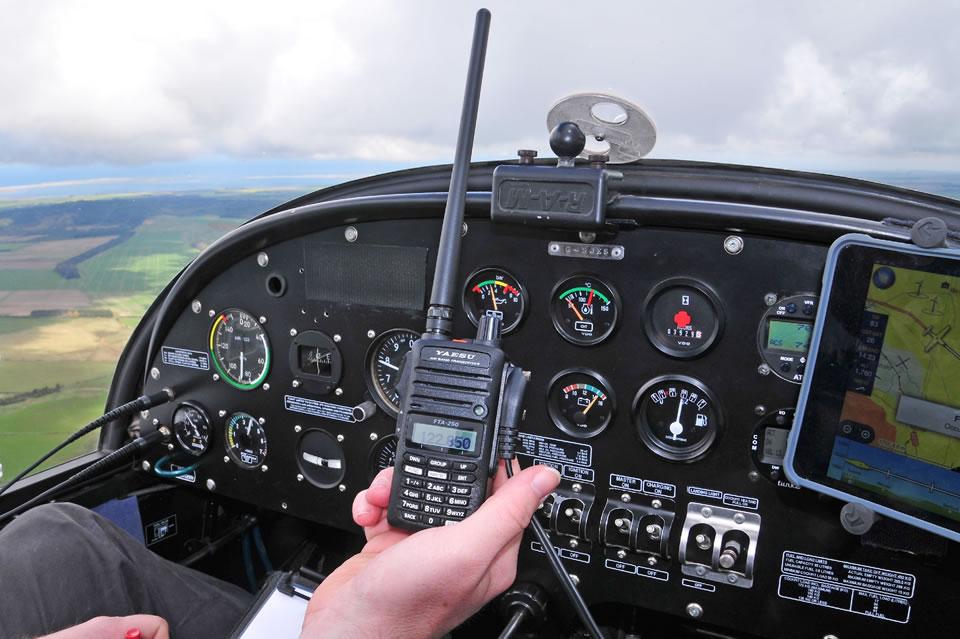 Какая рация подойдет вам для лётной работы: обзор покупателю