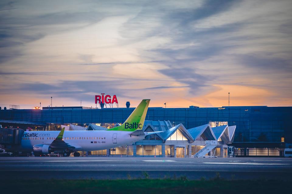 Количество пассажиров в аэропорту «Рига» увеличилось и в июле достигло 20 % от объема прошлого года