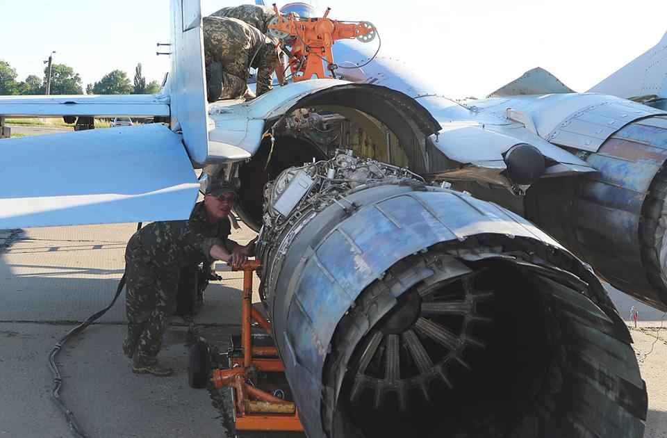Авиационная ТЭЧ ремонтирует все: от заклепки - до  ракеты