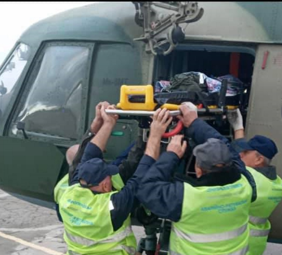 В Днепр военным вертолетом доставили 2-летнего мальчика
