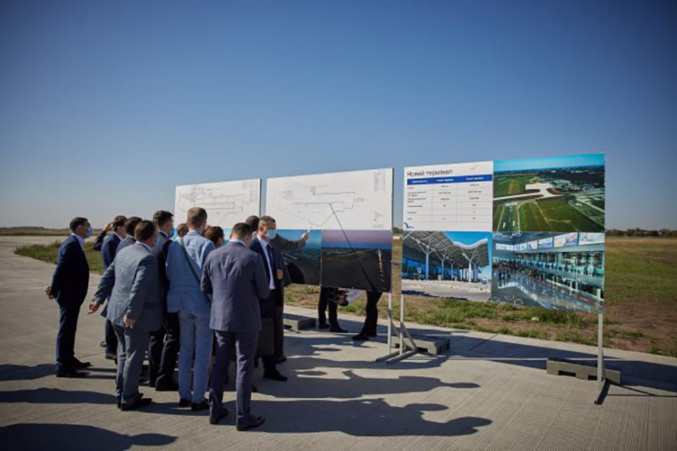 Президент Зеленский побывал в аэропорту Одесса