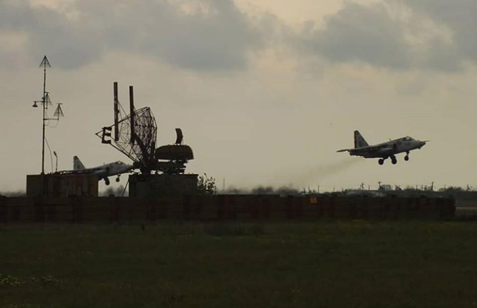 Су-25 отработали полеты в сложных метеоусловиях