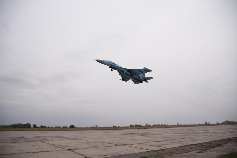 Истребители совершили полеты в сложных метеоусловиях