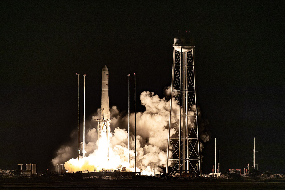 NASA успешно запустило к МКС ракету Antares