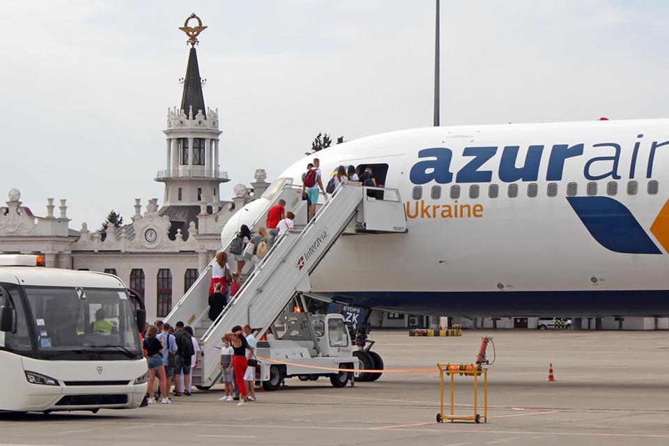 Украинские авиакомпании с начала года перевезли менее 4 млн. пассажиров