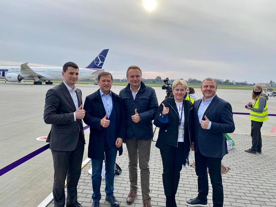 Компания Meest встретила первый рейс с посылками из США