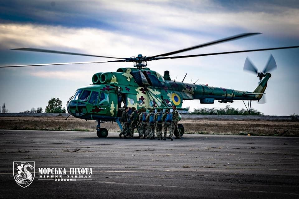 Морские пехотинцы проходят парашютную подготовку