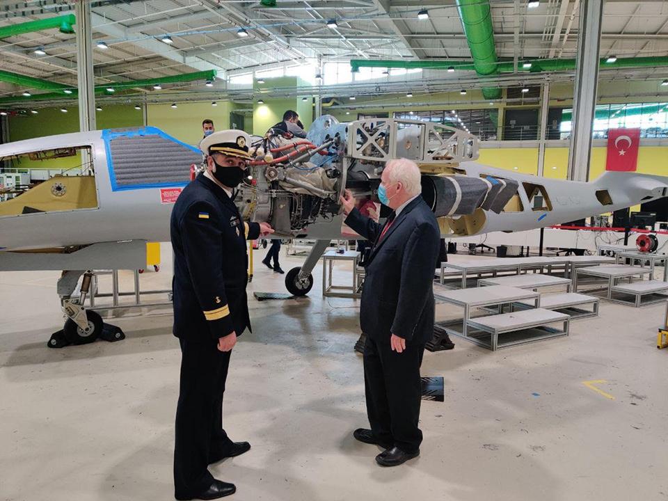 Обсудили возможности установки украинских двигателей на турецкие системы вооружения,- А.Таран