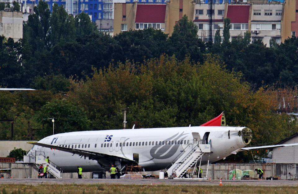 В аэропорту Одессы продолжили разборку самолета Turkish Airlines