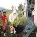 Украинские вертолетчики спасли раненую женщину