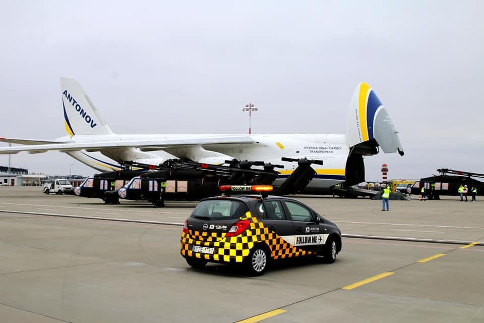 Украинский Ан-124 доставил на Филиппины из Польши пять Black Hawk S-70i