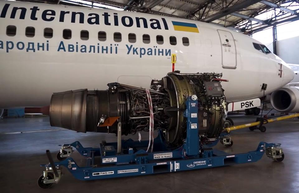 МАУ показала, как меняют двигатели