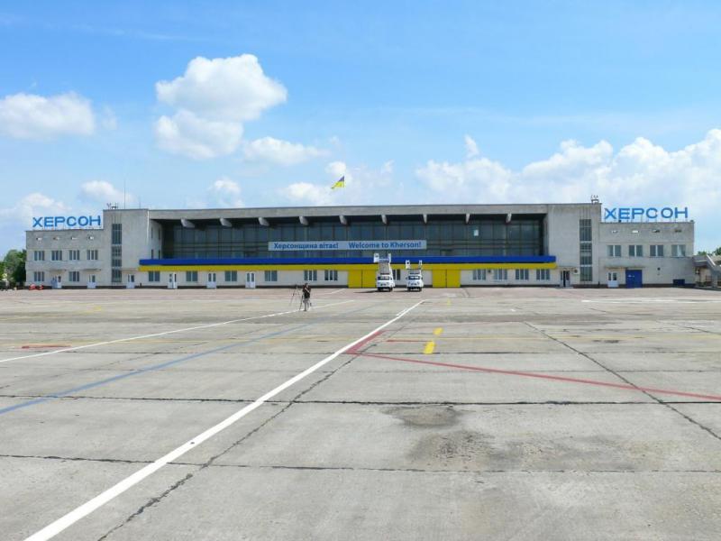 Аэропорт Херсона получил второго хозяина