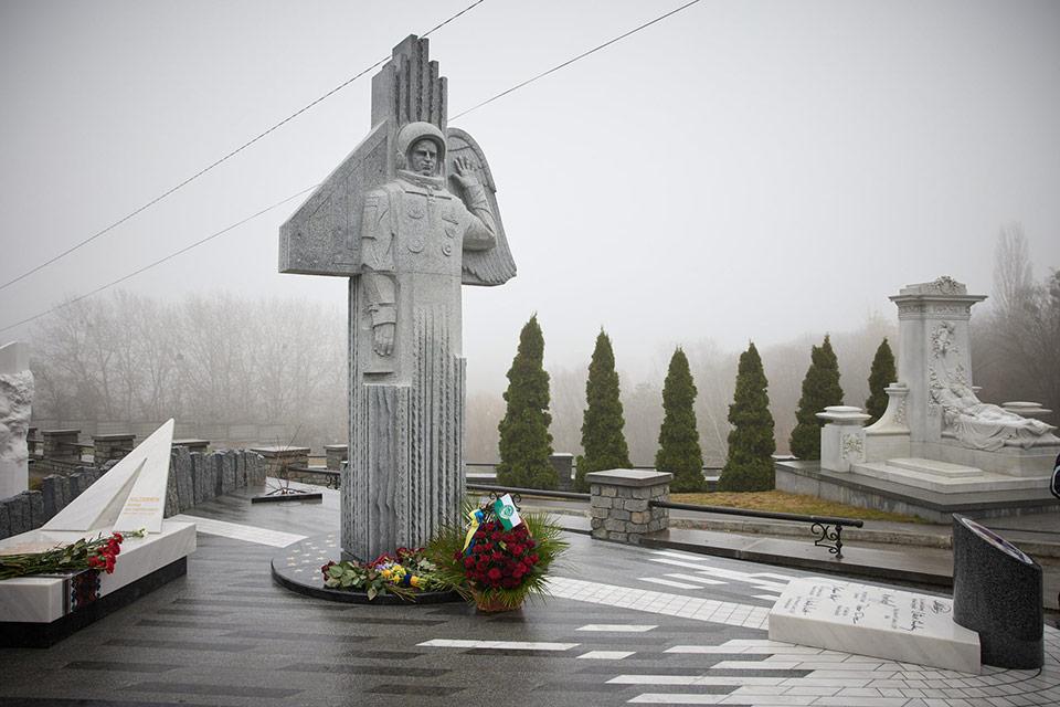 Открыли памятник космонавту Л. Каденюку
