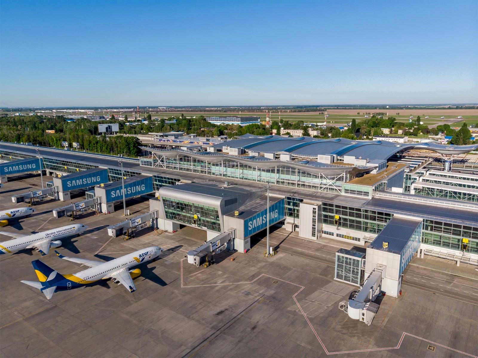 В Борисполе приземлился самолет из Лондона, переполненный иностранцами