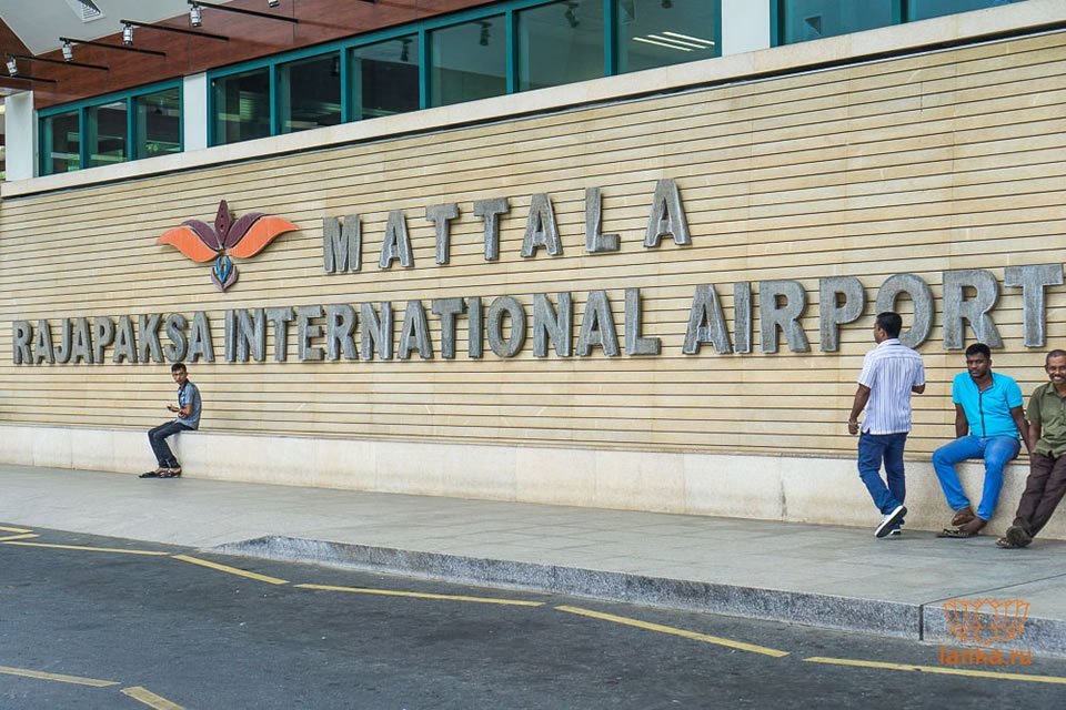 МАУ и SkyUp разрешили летать на Шри Ланку