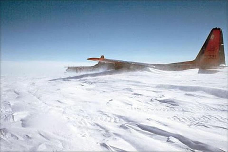 Оккупанты планируют засыпать Крым снегом самолетами