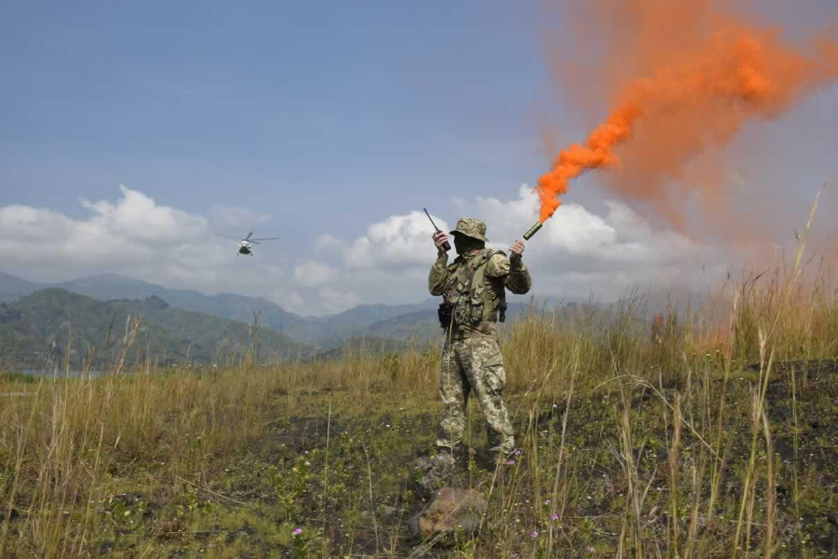 Украинские миротворцы в Конго провели тренировку авианаводчиков