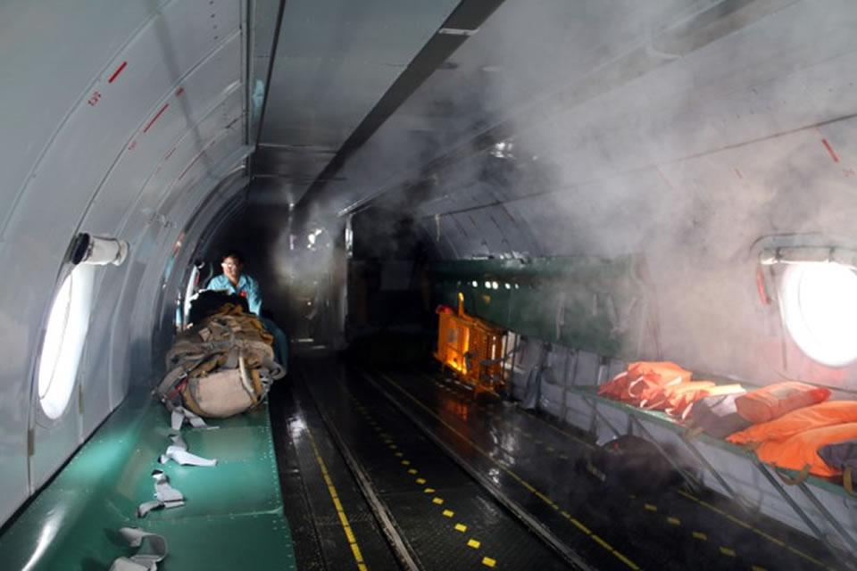 Личные спасательные жилеты и парашюты летного экипажа Ан-26 в морских вылетах