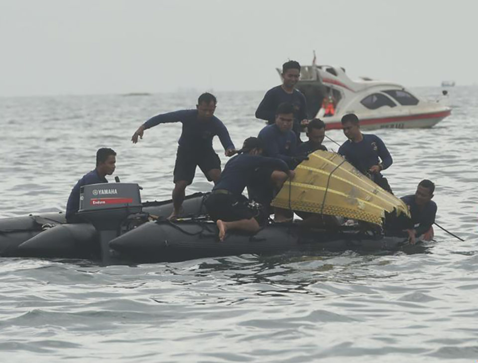 Обнаружены останки тел и обломки самолета Sriwajaya Air