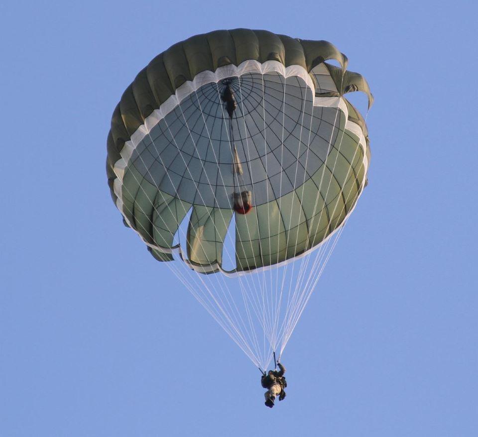 ВСУ планирует получить польские парашютные системы