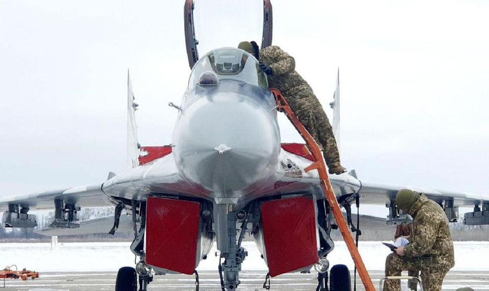 Васильковские авиаторы совершенствуют слетанность в сложных метеоусловиях