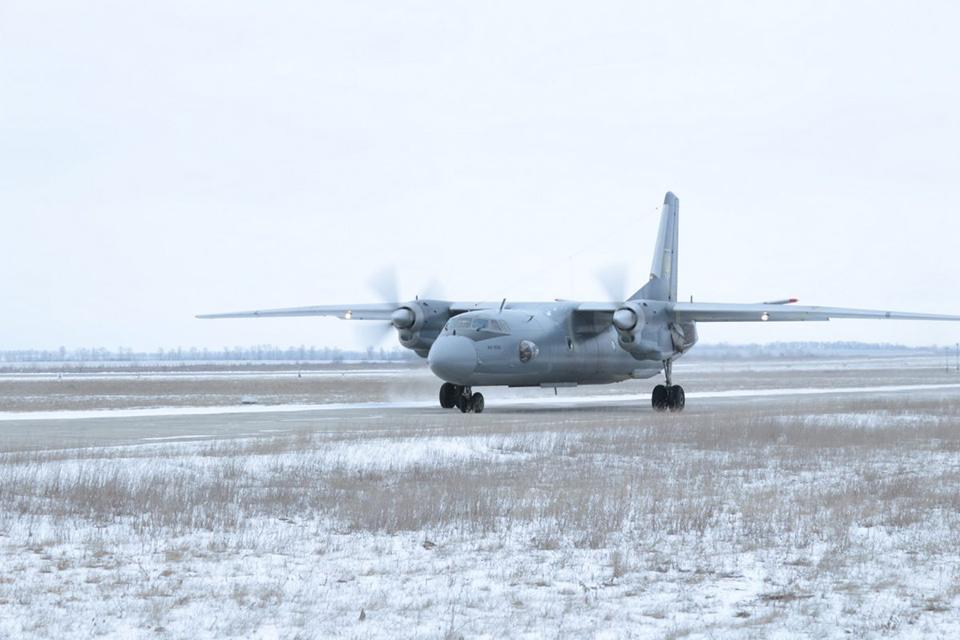 Под Харьковом имитировали посадку Ан-26 на одном двигателе