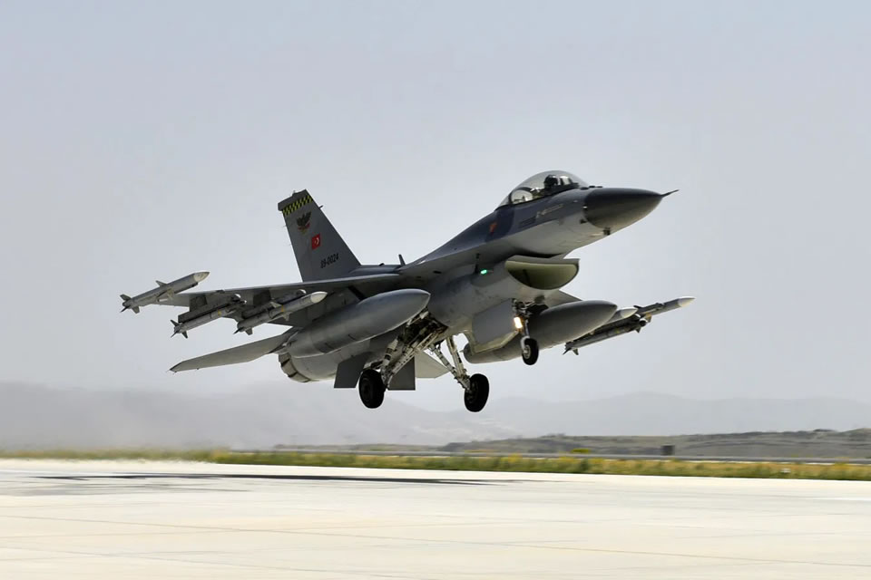 Истребители НАТО над Черным морем перехватили бомбардировщики России
