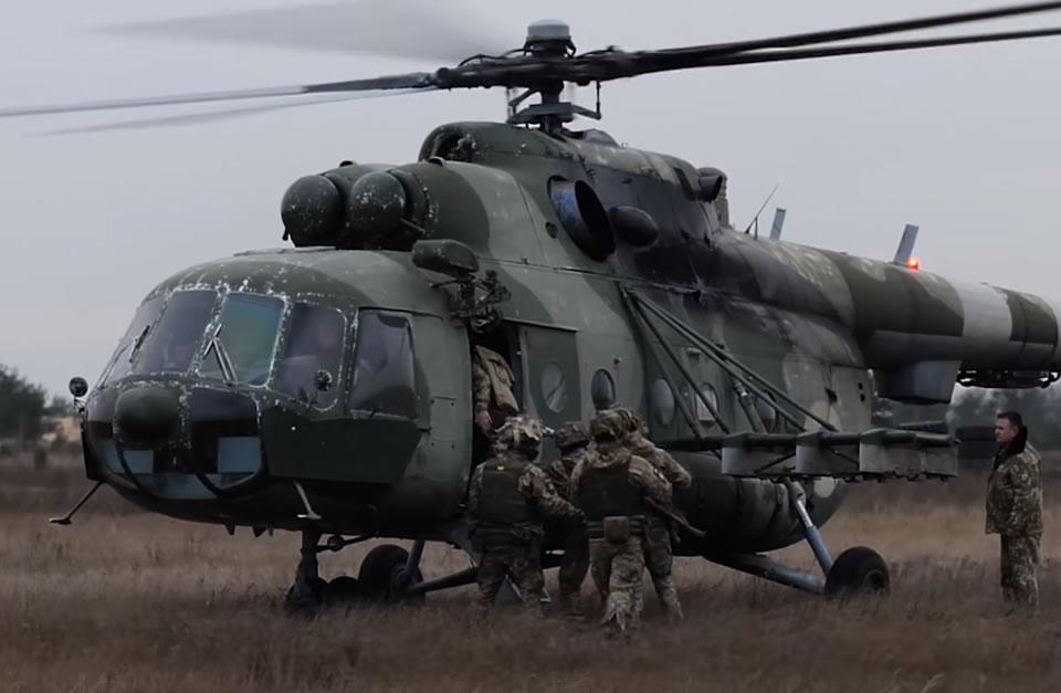 Армейская авиация отработала тактическое десантирование
