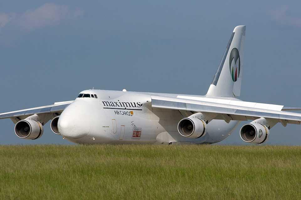 Кабмин разрешил авиакомпании Maximus Airlines доставку военных грузов