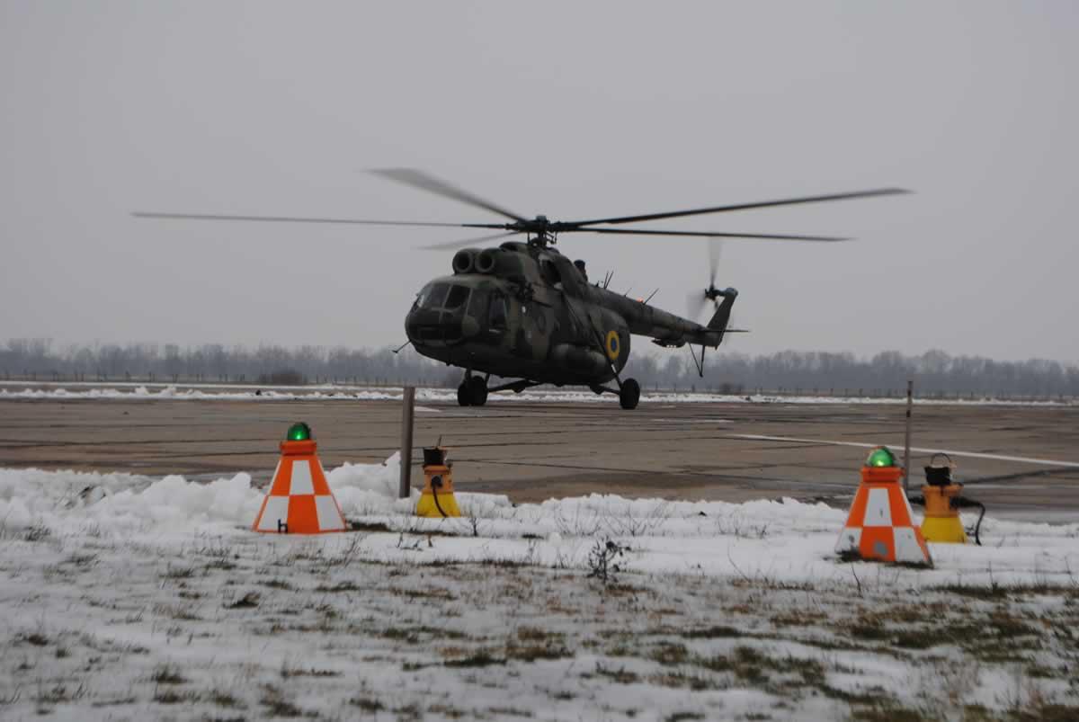 В НГУ провели командирские полеты на Ми-8