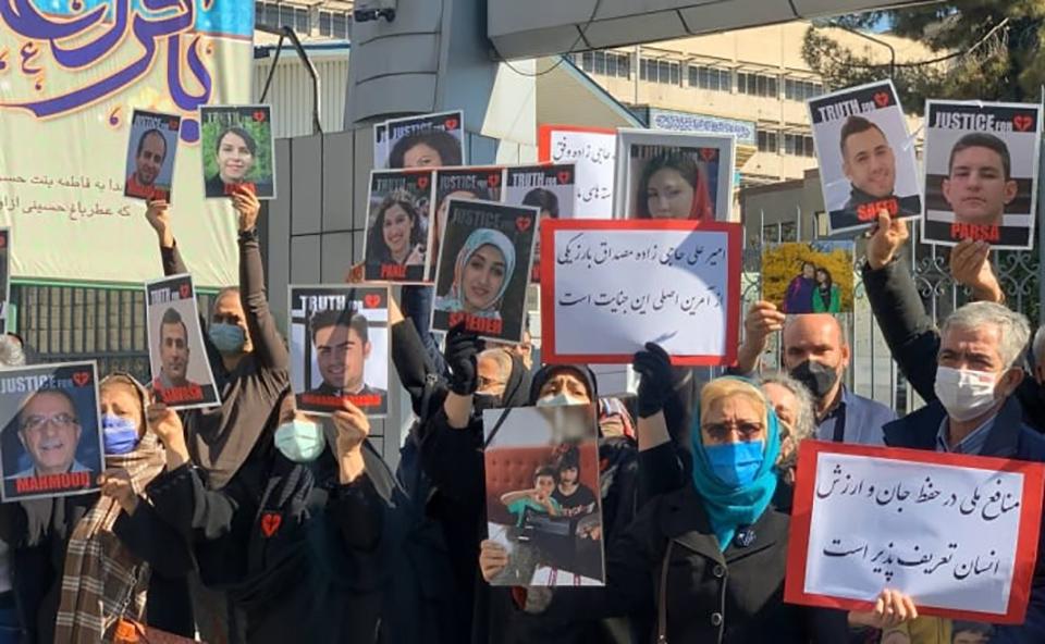 В Иране вышли на протест семьи жертв сбитого самолета МАУ