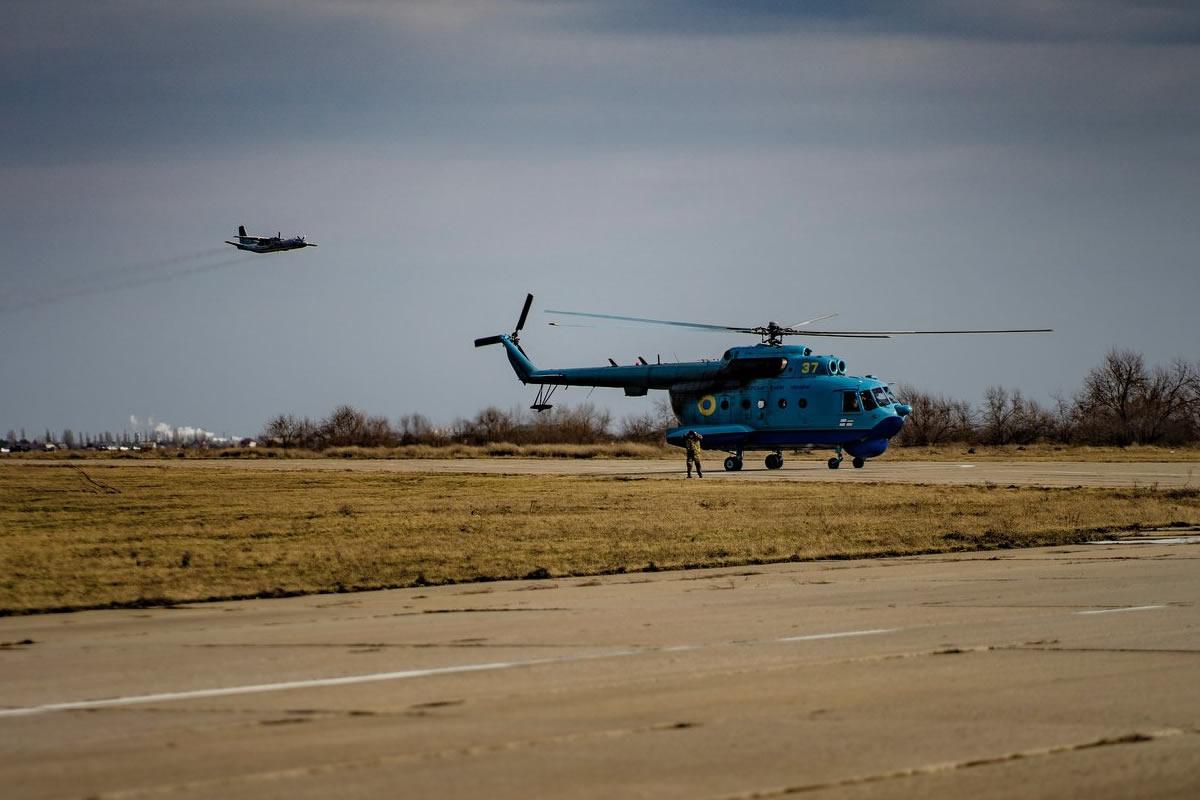Авиаторы 10 морской авиационной бригады проводят полеты