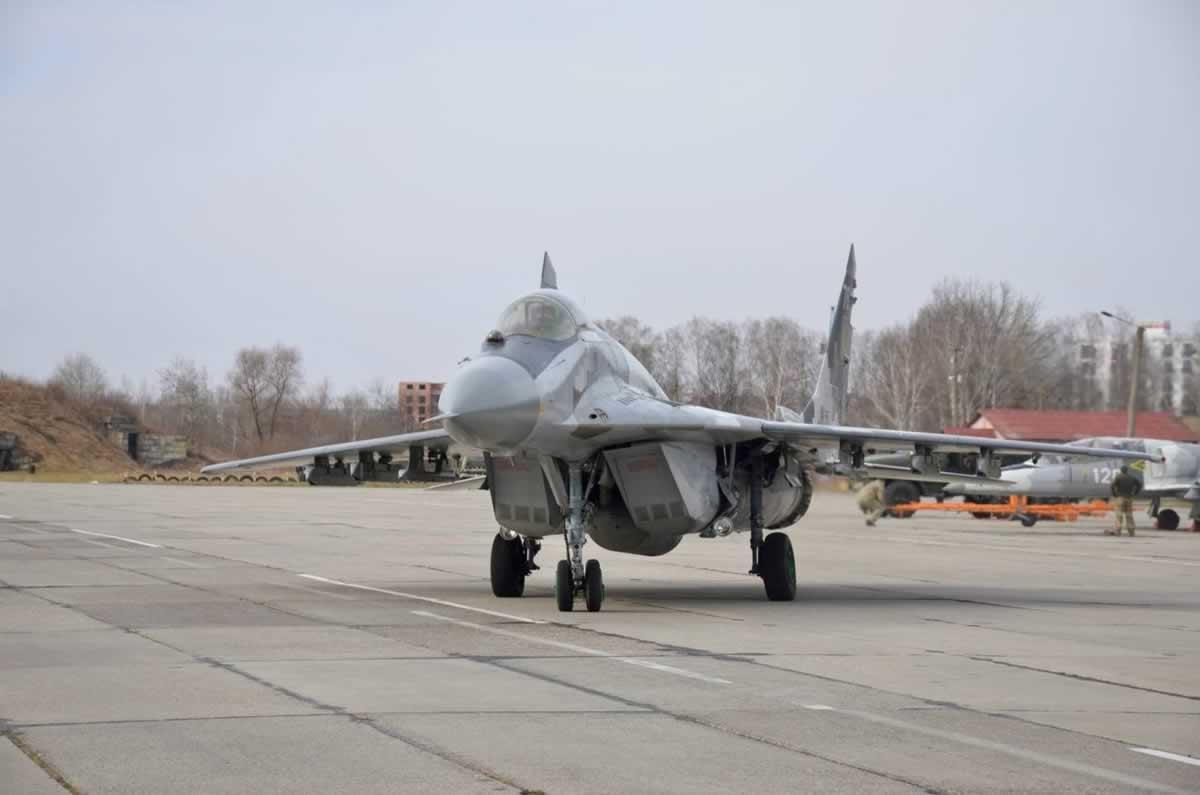 Прикарпатские летчики отрабатывают воздушные бои