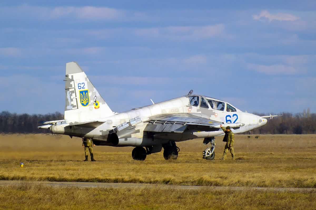 В Николаевской авиабригаде продолжаются полеты