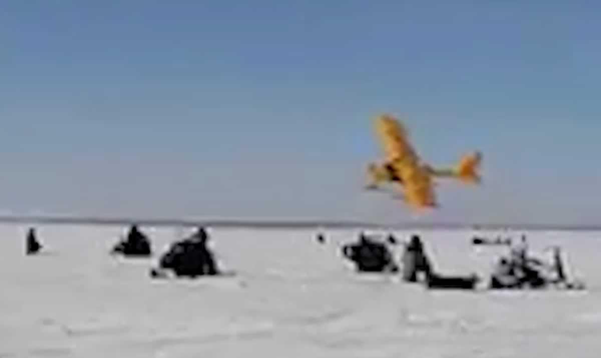 Украинский самолет пугал рыбаков в Сибири