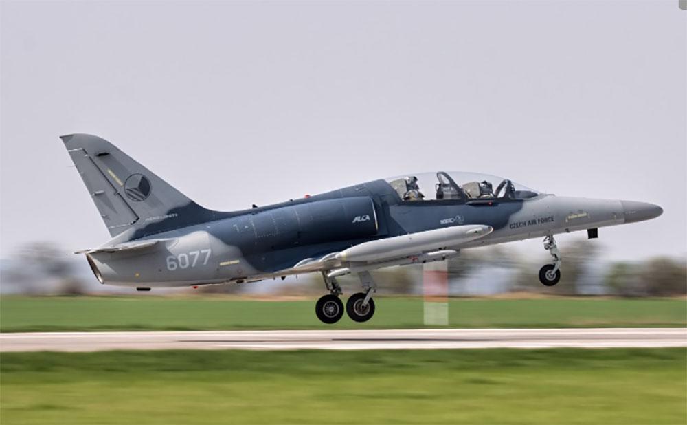 Истребитель ВВС Чехии потерял в полете фонарь кабины