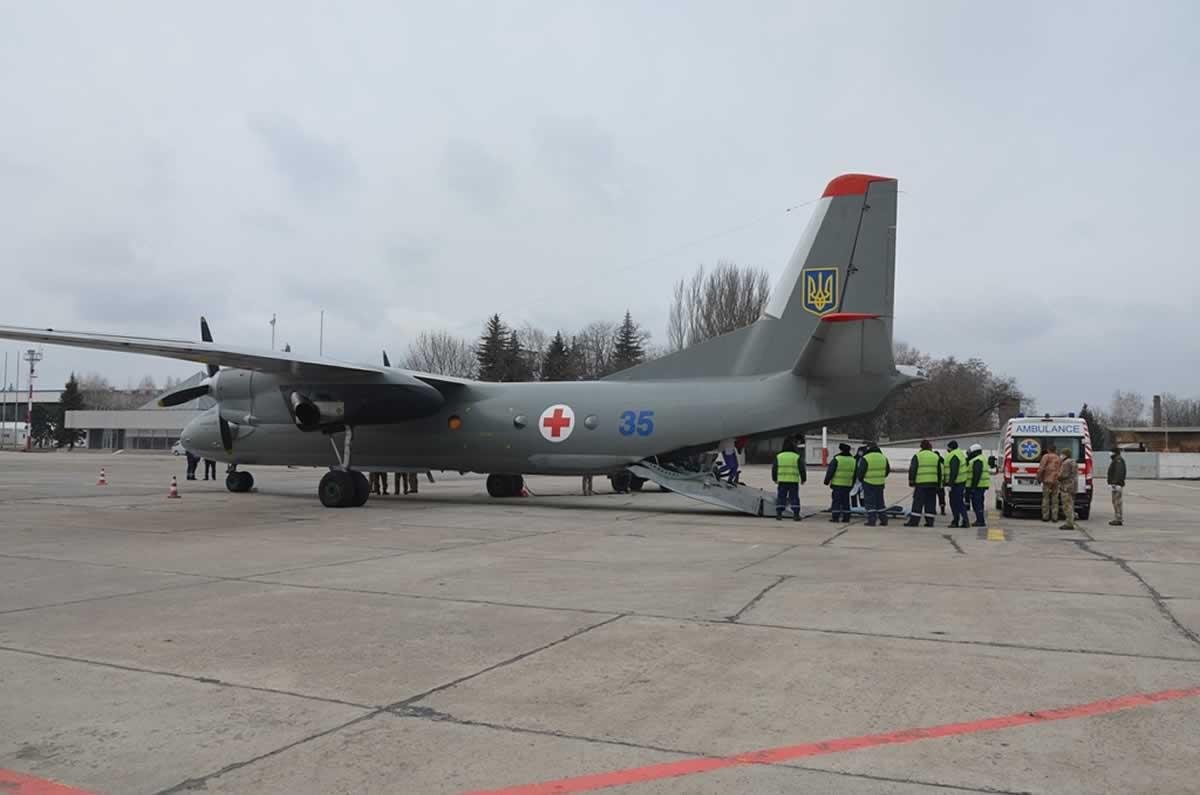 Cамолет санавиации эвакуировал из Днепра в Киев семерых военнослужащих