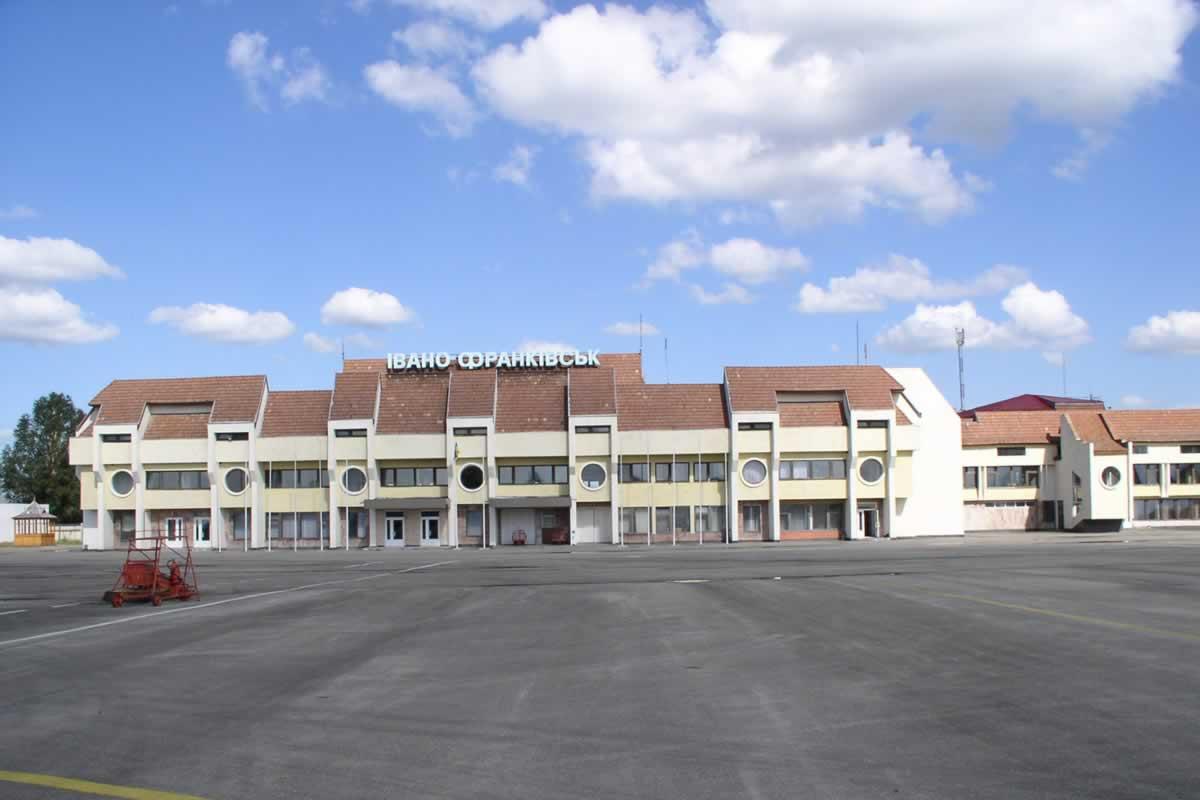 Аэропорт Ивано-Франковска будет работать без диспетчеров