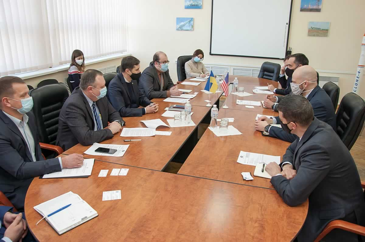 В космическом агентстве обсудили совместные проекты с США