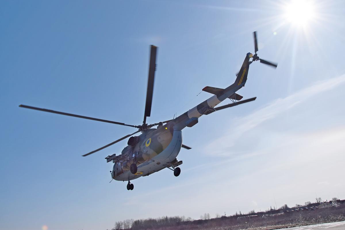 Молодые пилоты-вертолетчики осваивают навыки командиров экипажей