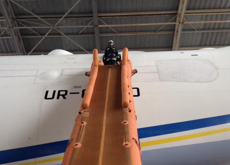Спасатели провели учения на Ан-225