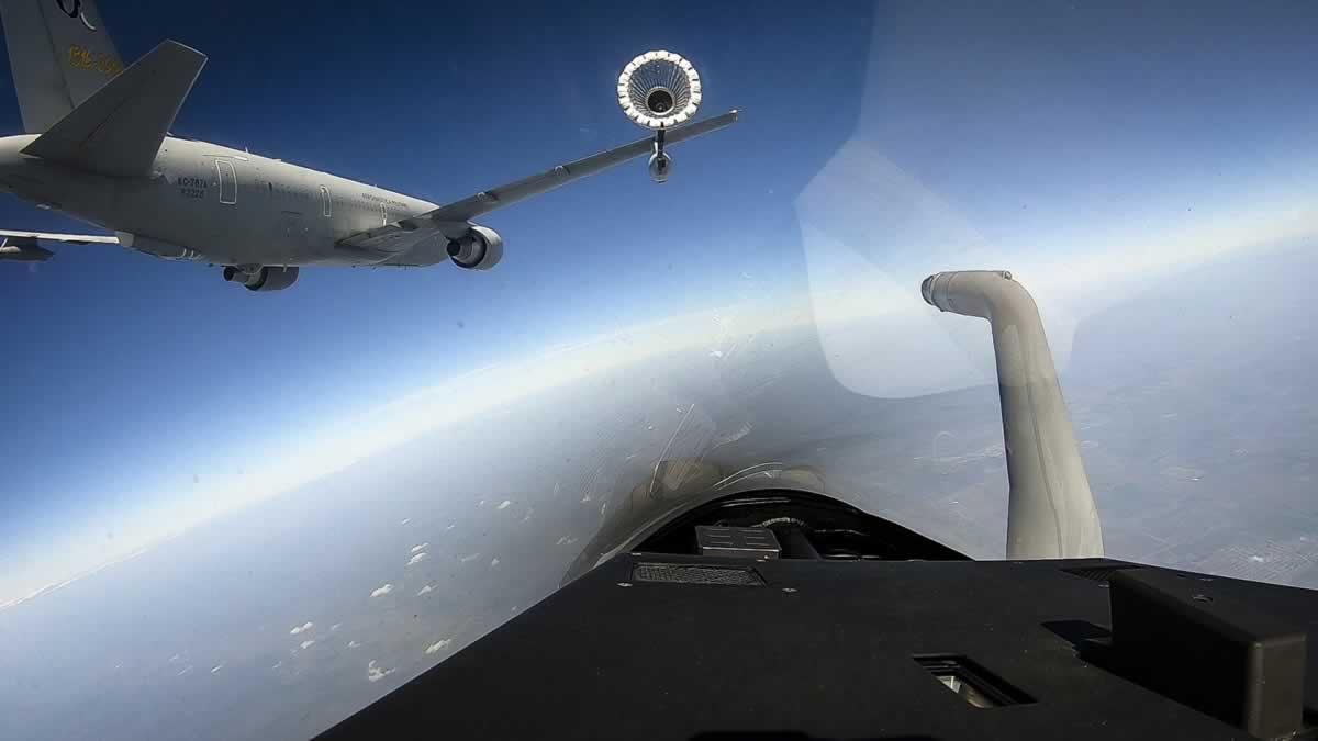 Авиация НАТО провела учения над Черным морем