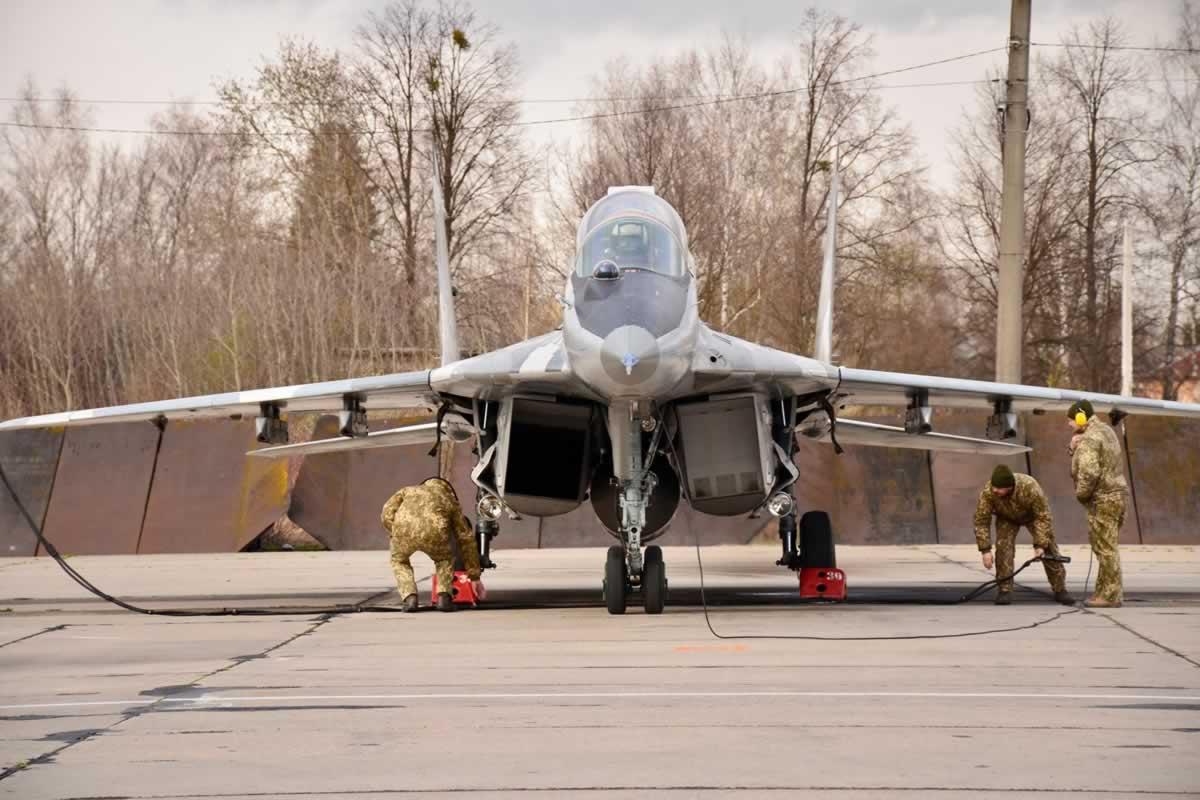 В Ивано-Франковске летчики готовятся к повышению классности